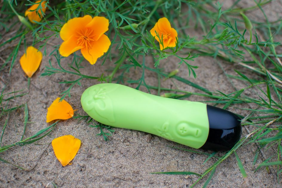 Fun Factory MiniVibe Spring rechargeable silicone vibrator