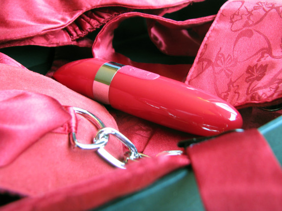 LELO Mia 2 in the Adore Me Pleasure Set