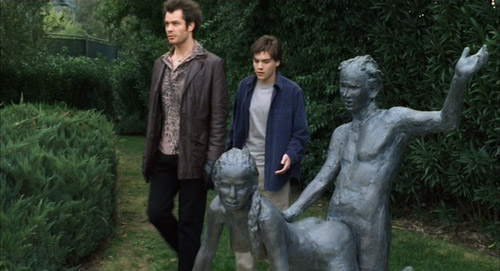 Kelly (Timothy Olyphant) and Matthew (Emile Hirsch) casually walking by a sex statue in The Girl Next Door.