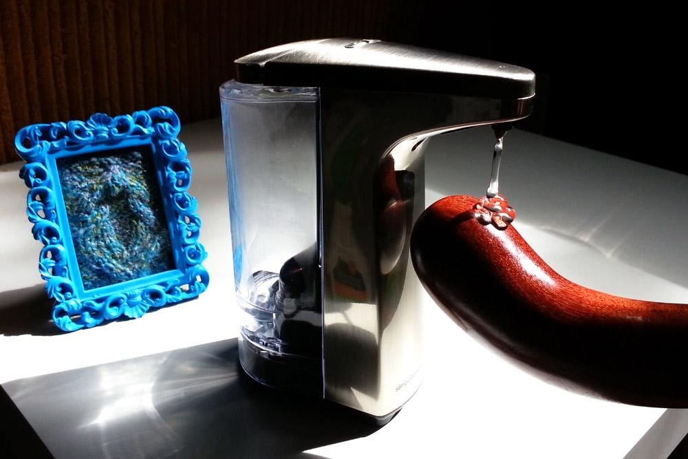 simplehuman Sensor Pump squirting lube on the NobEssence Seduction.